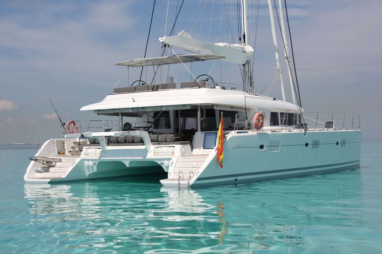 FIREFLY Yacht Charter - At anchorage