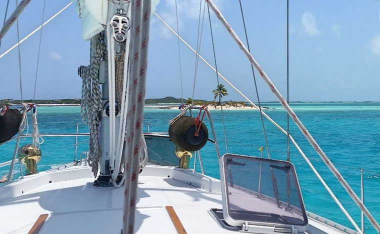ZEPHYRUS Yacht Charter - That ohhh so beautiful blue water