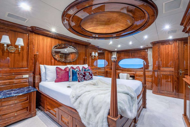 MI AMORE Yacht Charter - Master Stateroom