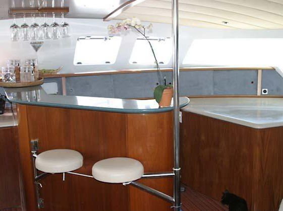 MISS ELIZABETH Yacht Charter - Cocktail time
