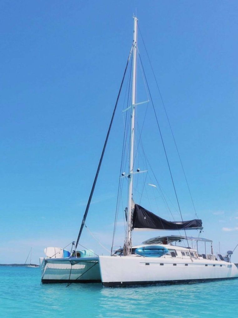 MISS ELIZABETH Yacht Charter - bow view at anchor