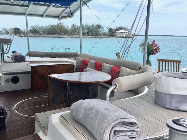 MISS ELIZABETH Yacht Charter - cockpit withsplit table and day sun beds