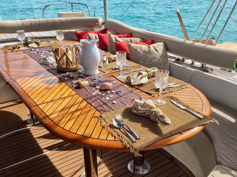 MISS ELIZABETH Yacht Charter - Full cockpot table for dining
