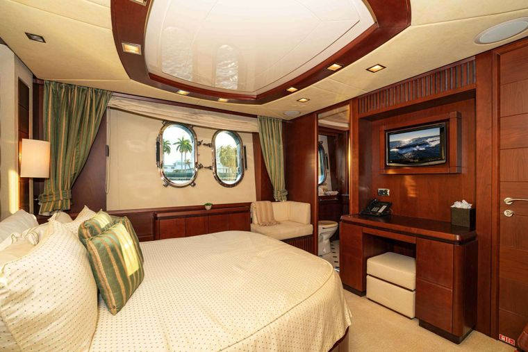 VIVERE Yacht Charter - Guest Stateroom, starboard