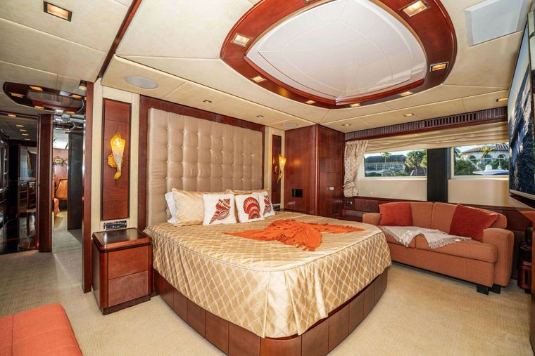 VIVERE Yacht Charter - Master Stateroom