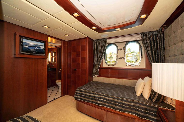 VIVERE Yacht Charter - Guest Stateroom, port