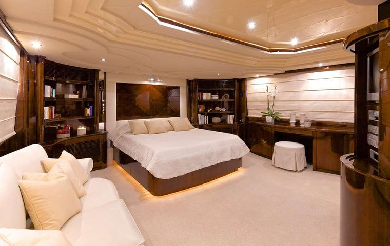 LET IT BE Yacht Charter - Master Suite