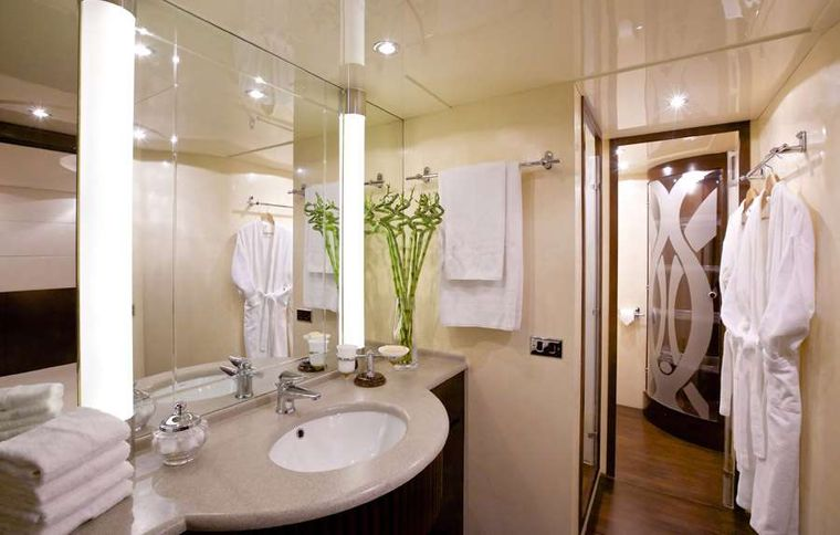 LET IT BE Yacht Charter - Master bath