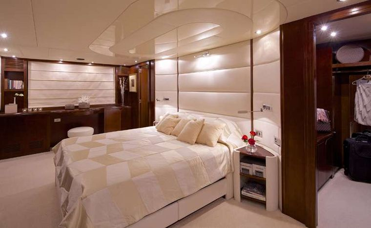 LET IT BE Yacht Charter - VIP Suite