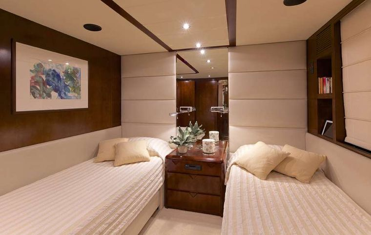 LET IT BE Yacht Charter - Twin stateroom