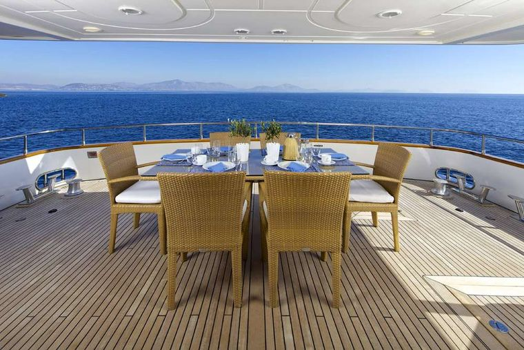 LET IT BE Yacht Charter - Main deck aft
