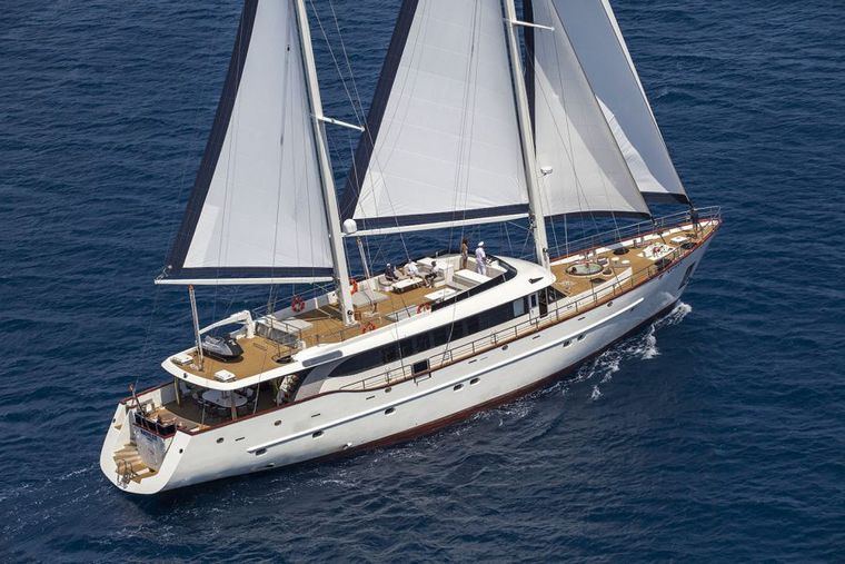 NAVILUX Yacht Charter - SY Navilux sailing