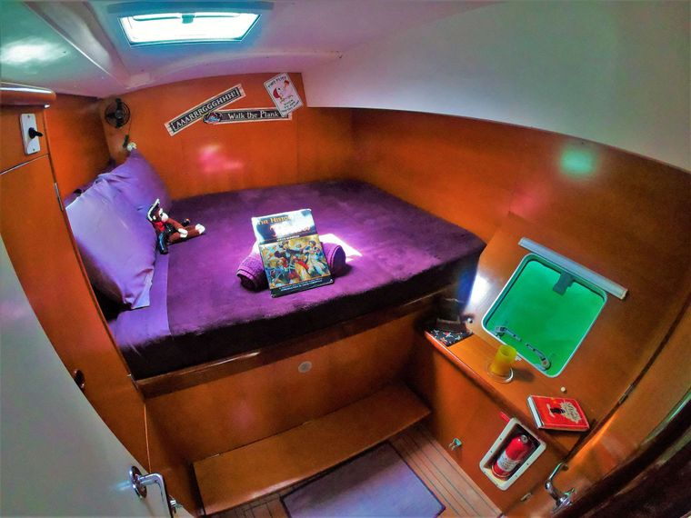 GUIDING LIGHT Yacht Charter - Pirate Room - Starboard Side Aft