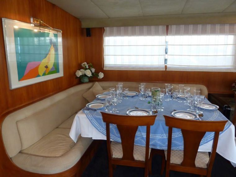 LADY TATIANA OF LONDON Yacht Charter - The dining area has been updated and can accommodate 11 guests for dining