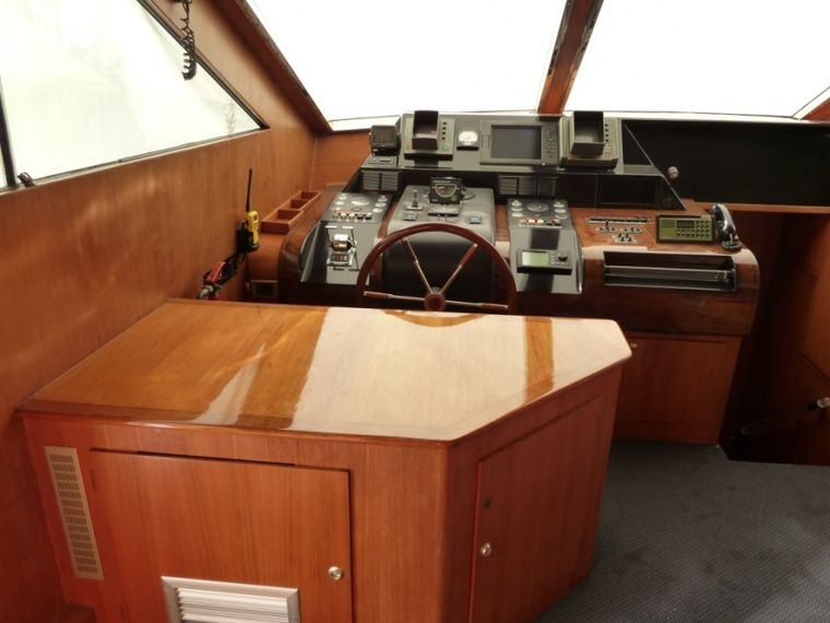LADY TATIANA OF LONDON Yacht Charter - As part of the refit this is the new alfresco bar