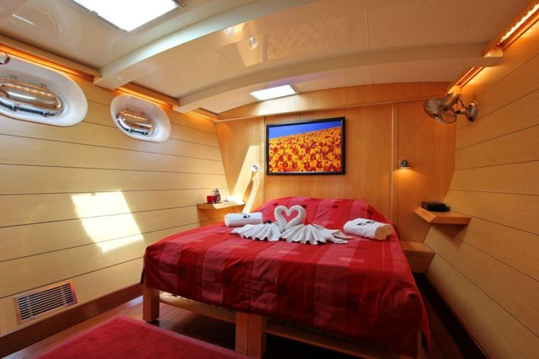 DOUCE FRANCE Yacht Charter - Guest Cabin