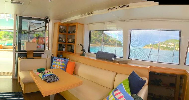 COPPER PENNY Yacht Charter - Lots of room for Alfresco dining