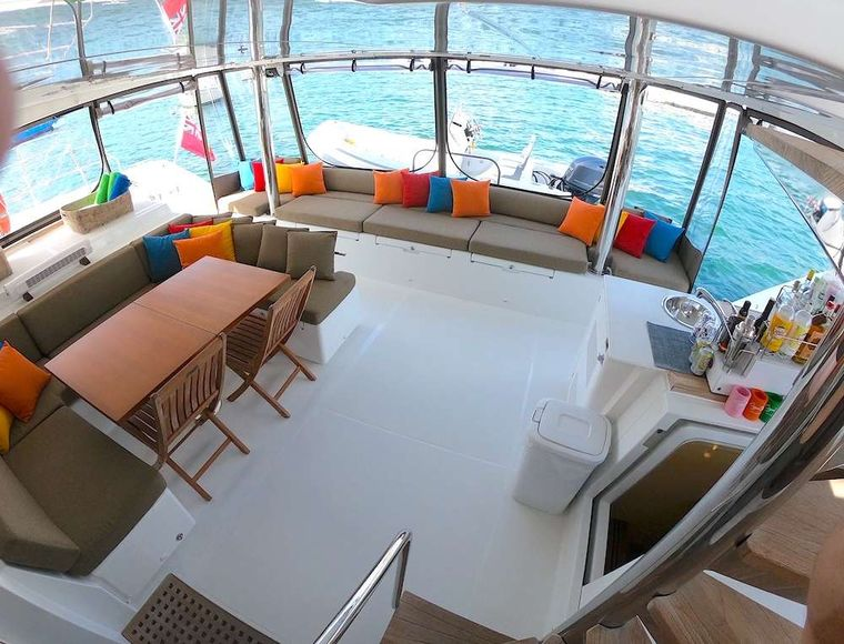 COPPER PENNY Yacht Charter - Setee and Interior