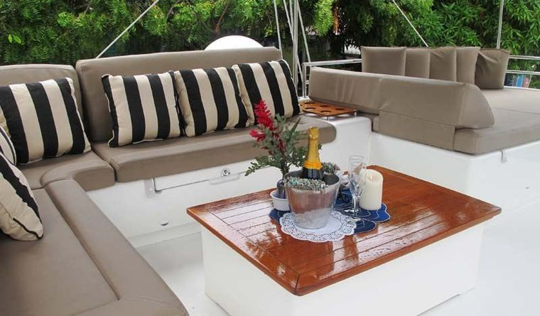 COPPER PENNY Yacht Charter - Bridgedeck for Happy Hours