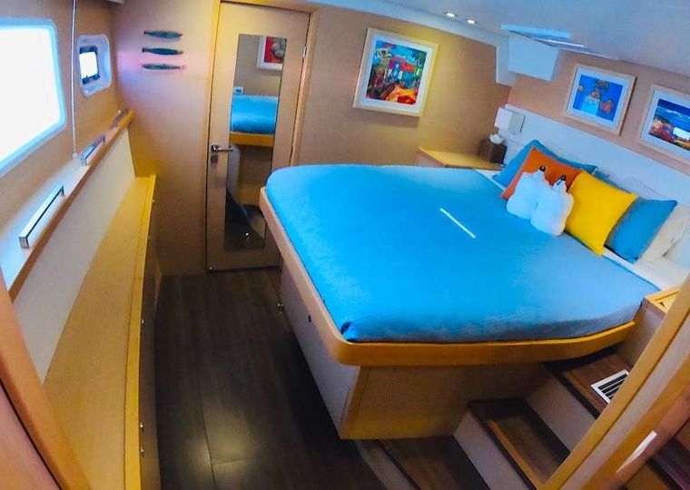 COPPER PENNY Yacht Charter - Port forward guest suite