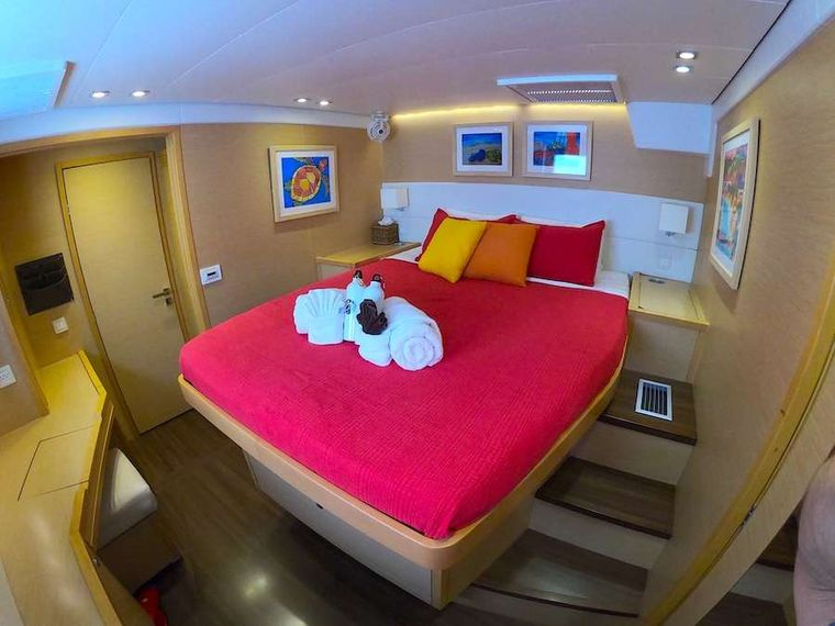 COPPER PENNY Yacht Charter - Starboard forward guest suite