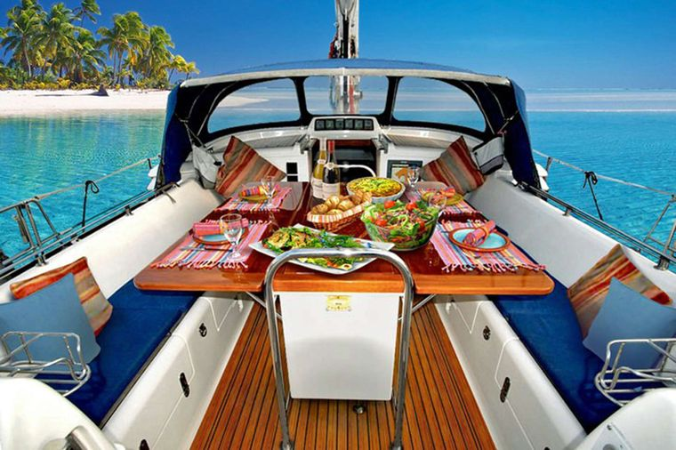 ELVIS MAGIC Yacht Charter - Delightful aft dining