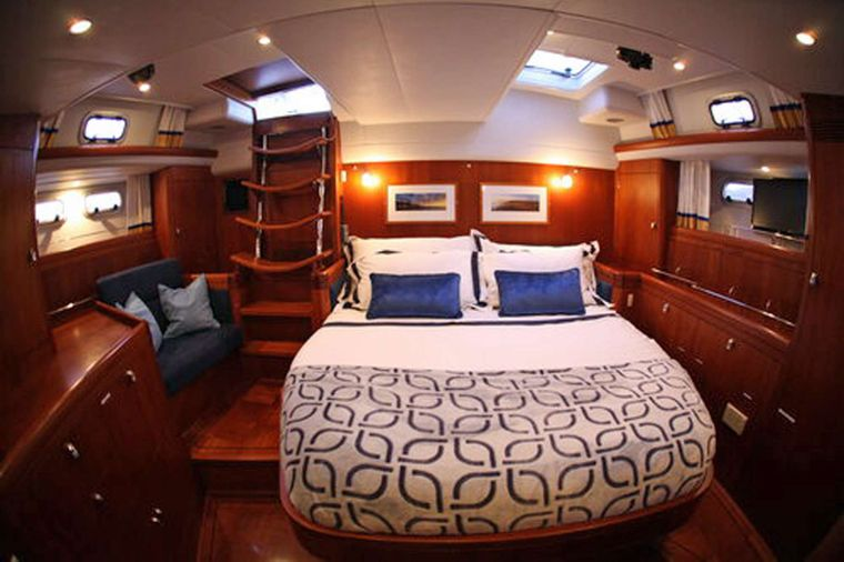 ELVIS MAGIC Yacht Charter - Primary Guest Cabin