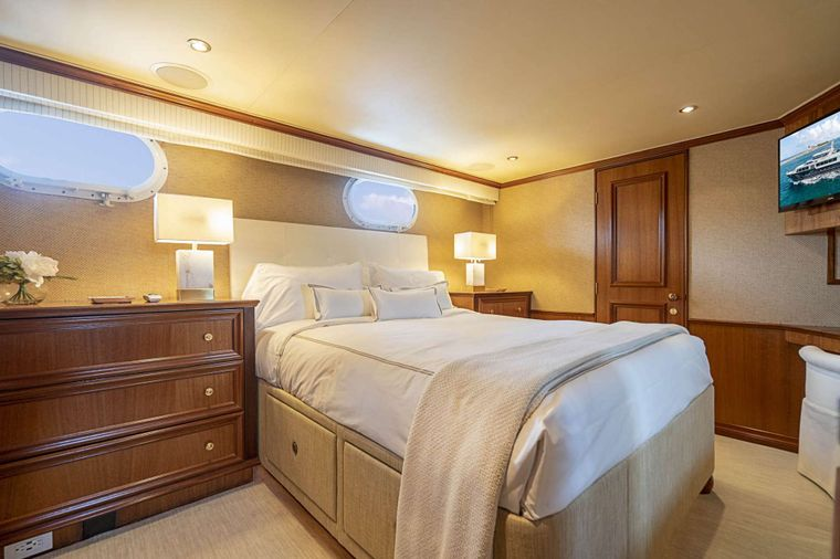LEGACY Yacht Charter - Starboard Guest Stateroom