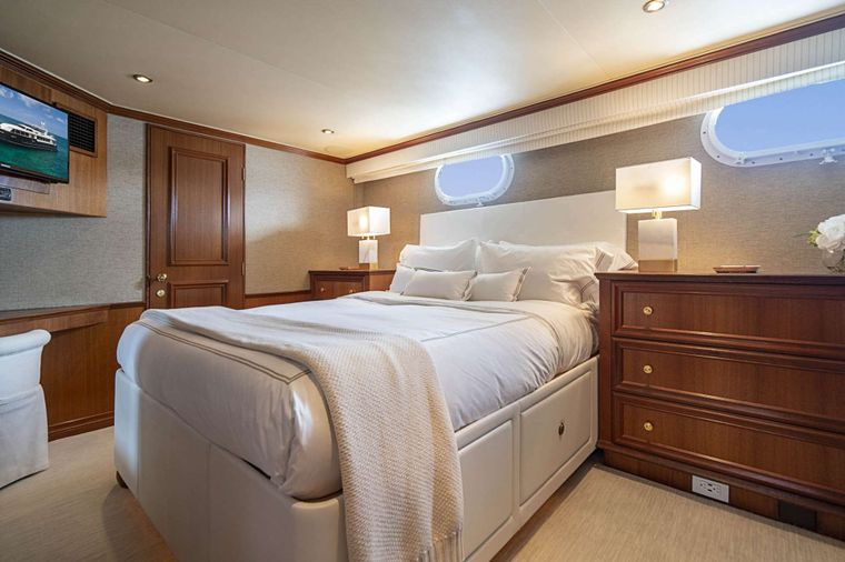 LEGACY Yacht Charter - Port Guest Stateroom