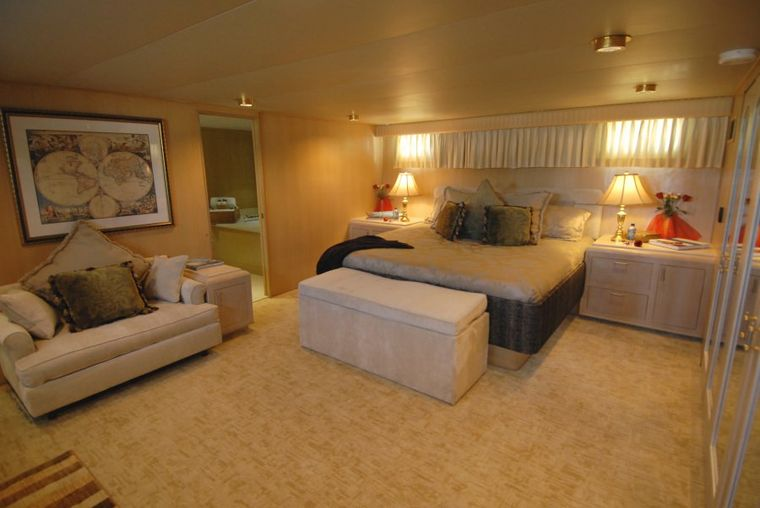 KALEEN Yacht Charter - Master Stateroom