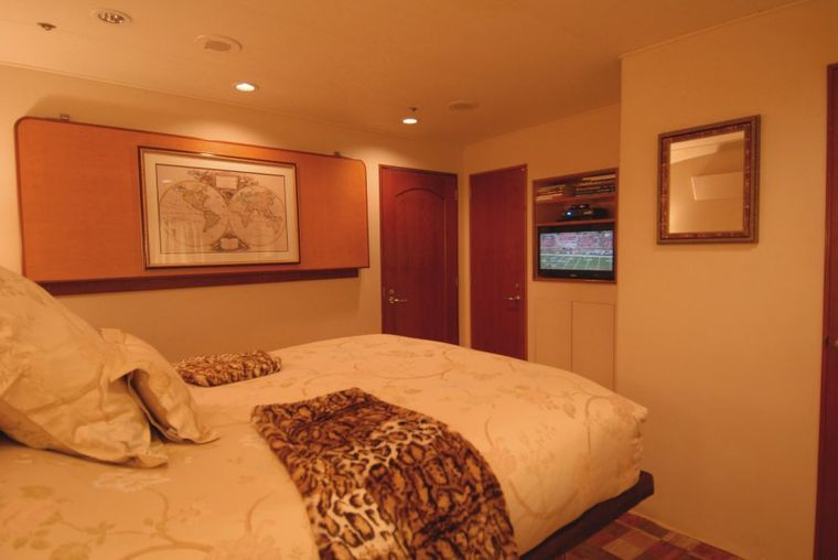KALEEN Yacht Charter - Guest Stateroom (On Main Deck)