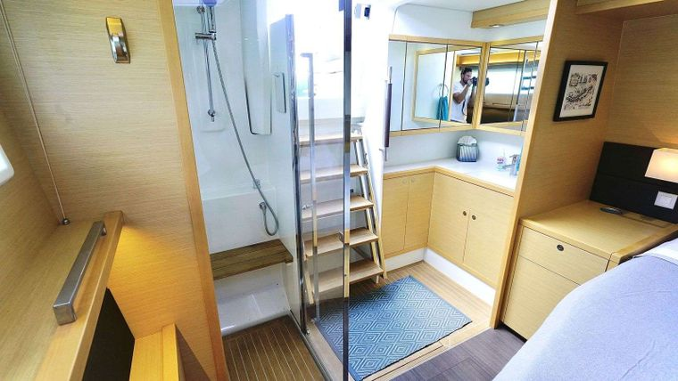AZULIA II Yacht Charter - Master bath with outside entry.