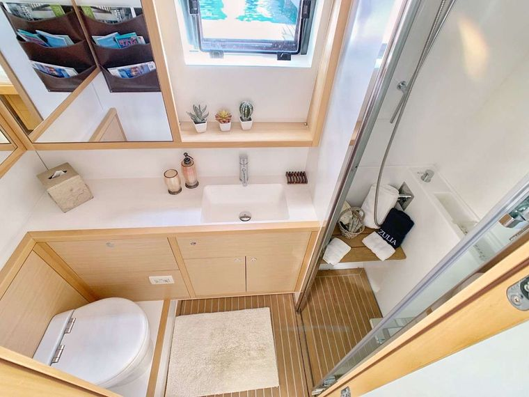 AZULIA II Yacht Charter - Guest bath with separate shower stall