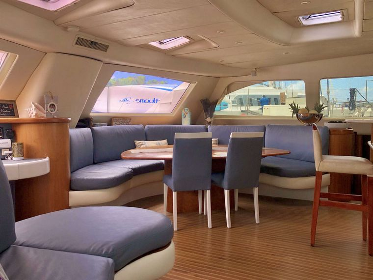 GOOD VIBRATIONS L62 Yacht Charter - Salon lounge area