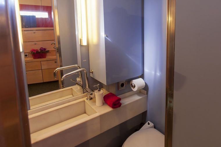 ZULU Yacht Charter - Bathroom
