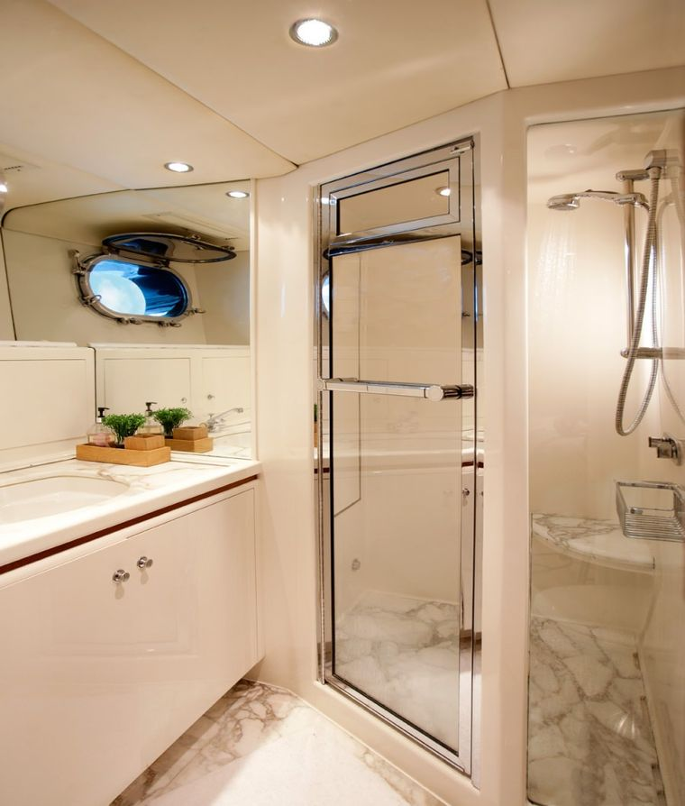 SEAQUELL Yacht Charter - Guest head with shower
