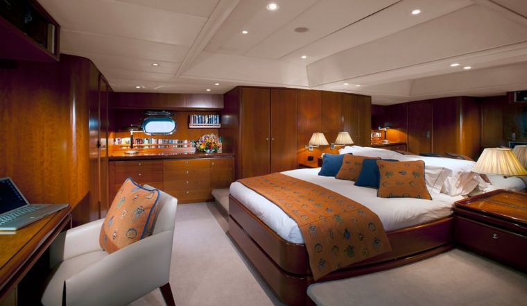 SEAQUELL Yacht Charter - Master Suite