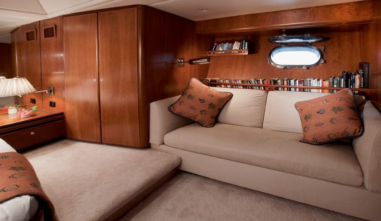 SEAQUELL Yacht Charter - Master Lounge
