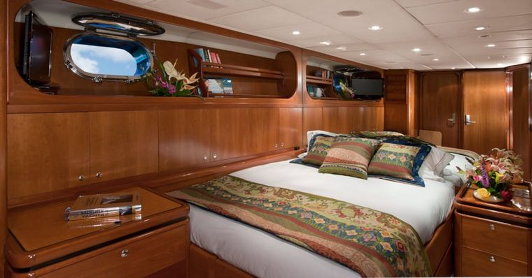 """SEAQUELL Yacht Charter - """"Pacific"""" Convertible cabin as King"""