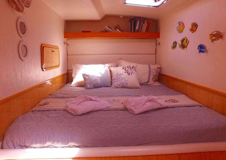 PARADIGM SHIFT Yacht Charter - Master Queen Bed