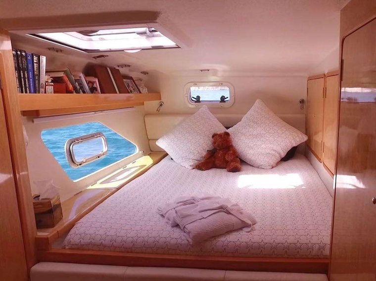 PARADIGM SHIFT Yacht Charter - Aft guest cabin
