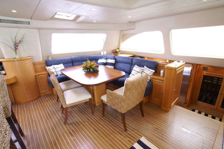 THE BIG DOG Yacht Charter - Interior dining
