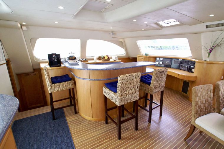 THE BIG DOG Yacht Charter - Great bar for happy hour