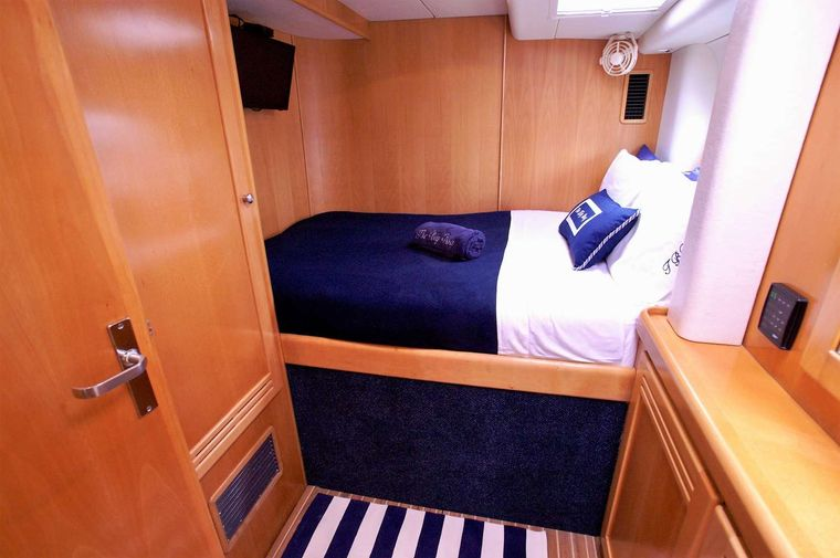 THE BIG DOG Yacht Charter - Queen guest cabin #2