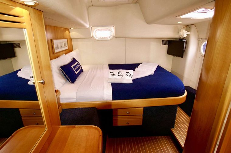 THE BIG DOG Yacht Charter - Queen guest cabin #3