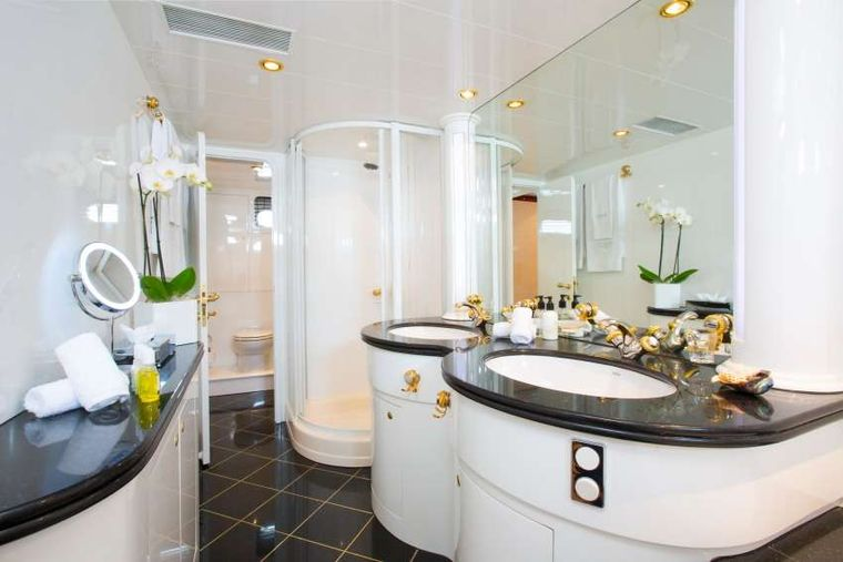VOGUE Yacht Charter - Master Ensuite