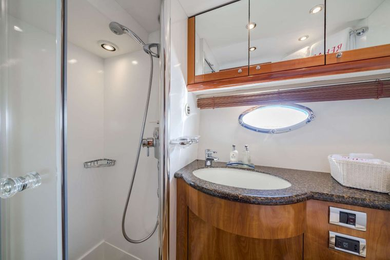 REHAB Yacht Charter - Ensuite