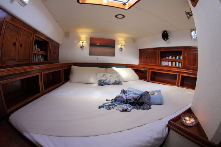 EMILY MORGAN Yacht Charter - Master Stateroom