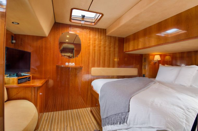 XENIA62 Yacht Charter - King cabin suite #2