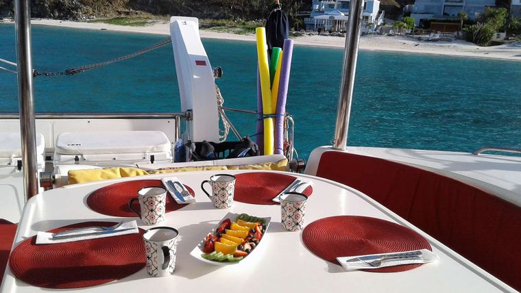 ELIXIR Yacht Charter - Enjoy meals while taking in the beauty of the islands